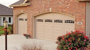 chi-long-raised-panel-garage-door-00021