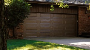 chi-long-raised-panel-garage-door-00051