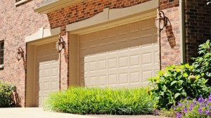 chi-short-raised-panel-garage-door-00031