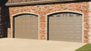 chi-short-raised-panel-garage-door-00051