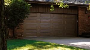 chi-long-raised-panel-garage-door-00051