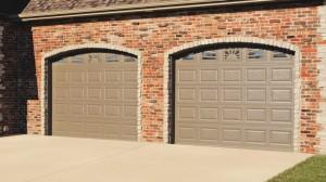 chi-short-raised-panel-garage-door-00051